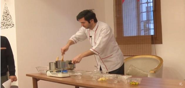 人参とグリーンピスの煮込み 2 - トルコ料理学校